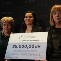 """On the occasion of 16 Days of Activism, Avon is launching a campaign """"Read between the lines"""""""